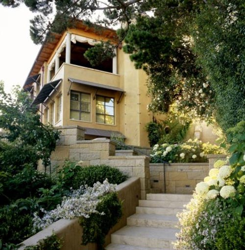 Modern Hill House Design In Melbourne With Green Wall