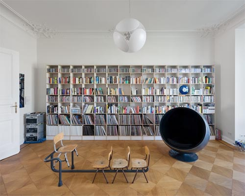Spreebogen apartment in berlin germany by berlinrodeo for Reading room interior design