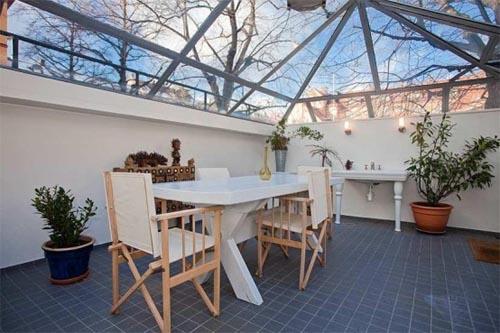 Luxury apartment interior design interior design for Glass roof design