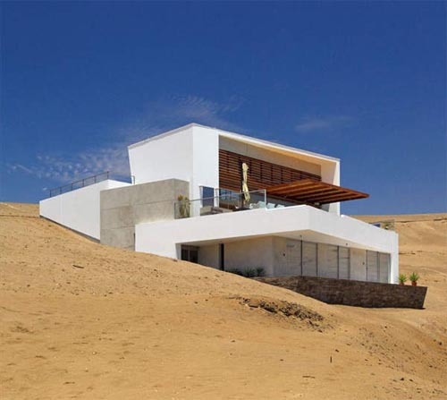 Contemporary beach house in peru by vertice arquitectos for Contemporary beach house